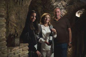 Marta, Rosa y Jose Carlos Muñoz - Bodega Muñoz Martin de Navalcarnero Matrimonio en las cuevas